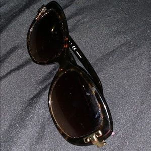 Tory Burch used sunglasses
